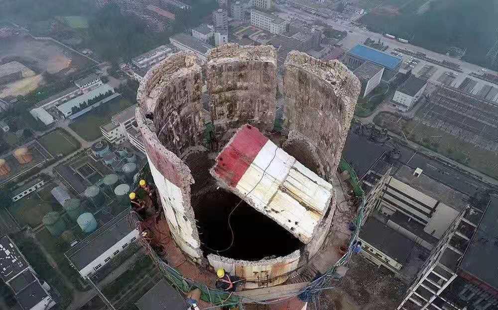 厦门华夏国际电力发展有限公司嵩屿电厂200米砼烟囱拆除工程